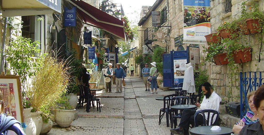 A typical alley in the old quarter